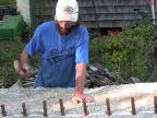 Kladivom na 12 ton ťažký granitový blok
