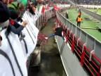 Futbalový šál ho zachránil!