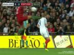 Bruno Alves si pomýlil hlavu s loptou