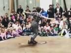 Tanec na lyžiach (cirkus Kadavresky)