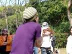 Kontaktné žonglovanie s krištáľovou guľou