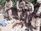 Americkí vojaci si uľavili nad mŕtvymi Talibancami