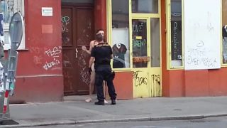 Pražský naháč vs. polícia
