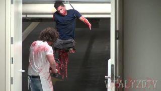 Masaker s motorovou pílou v garáži