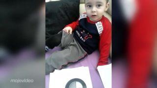 2-ročný chlapček a autá (Slovensko)