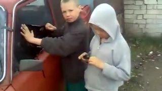 Deti sa rozhodli pre tmavé fólie