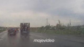 Aj nákladné auto vie robiť kotrmelce (Rusko)