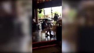 Dr. Dre na piane v bare