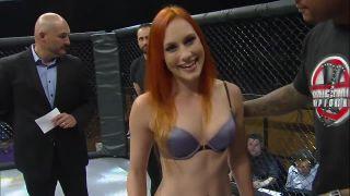Nový šport z USA - ženské MMA v spodnom prádle!