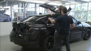 Ako zamaskovať prototyp nového modelu auta?