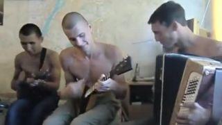 Ruská študentská kapela cvičí na internáte