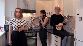 Tri mladé Rusky a ich cover Can't Stop (RHCP)
