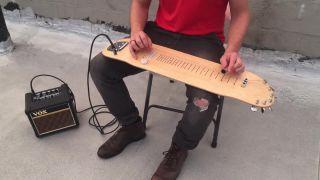 Elektrická gitara vyrobená zo skejtu