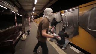 Rýchle, agresívne a ilegálne (Takt32 - Einer von uns)