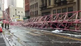 Pád 172 m vysokého žeriavu v New Yorku (1 mŕtvy)