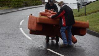 Sťahovanie gauču na írsky spôsob