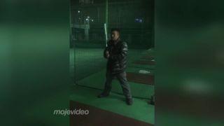 Chlapček prvýkrát na bejzbalovom odpalisku (Japonsko)
