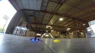 Sklad ako závodná dráha pre drony