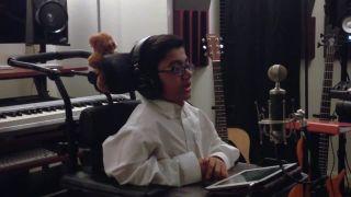 Chlapček a jeho cover pesničky Eminem - Not Afraid
