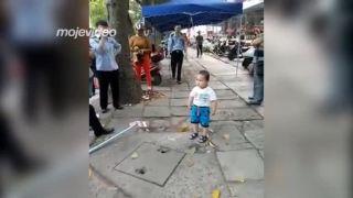 Takto sa s babičkou nebude zaobchádzať (Čína)