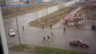 Šialená pouličná bitka s bejzbalkami (Rusko)