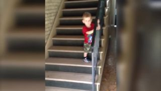 Janko, po schodoch choď opatrne!