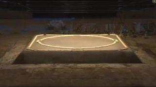 Tradičná príprava ringu pre sumo zápasníkov