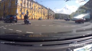 Len nezastav predo mnou v križovatke! (Rusko)