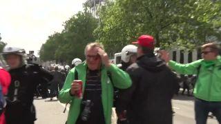 Demonštrant dal policajtovi K.O. (Belgicko)
