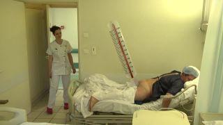 Remi Gaillard ako pacient, lekár a záchranár