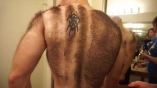 Jeden z najchlpatejších chlapov sa holí