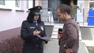 Policajná hovorkyňa, reportér a jeden magor