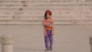Pristavili by ste sa pri 6-ročnom dievčatku na ulici?