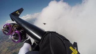 Schovávačka v oblakoch (Jetman Dubai)