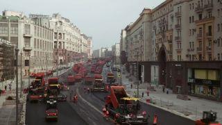 Keď sa v Moskve asfaltuje (časozberné video)