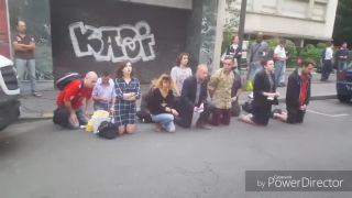 Modlenie sa na ulici (Paríž)