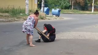 Podrž ho, ja ho pomasírujem! (Ukrajina)