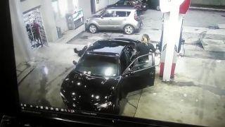 Prestrelka na benzínke v Atlante (Pištoľ vs. AK-47 Draco)