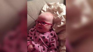 3-mesačná Tilly uvidela svojich rodičov po prvýkrát