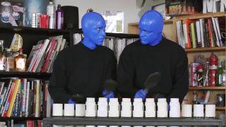Prišli, naladili si nástroje a zahrali! (Blue Man Group)