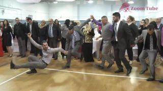 Medzičasom na libanonskej svadbe - tanec zvaný Dabke