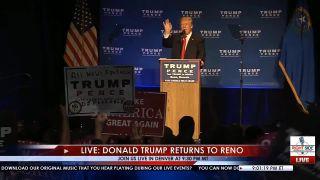 Trumpa odviedla z pódia tajná služba