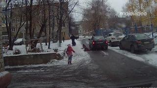 Na chodníku sa nebobuje! (Rusko)