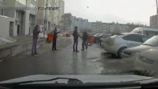 Upratovanie na parkovisku (Neser koho nepoznáš)