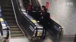 Ak by nevypli eskalátor, kotúľa sa do dnes