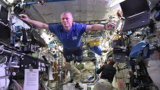 Kozmonauti vyskúšali manekýn challenge