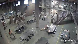 Gangy vo väznici si vybavovali účty (Chicago)