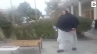 Pakistanského 408 kg ťažkého Valibuka neodtiahne ani traktor