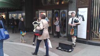 Pouliční muzikanti bojujú o lukratívne miesto (Londýn)