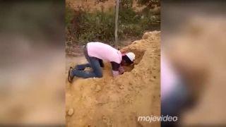 Hra na pieskovisku má svoje riziká!
